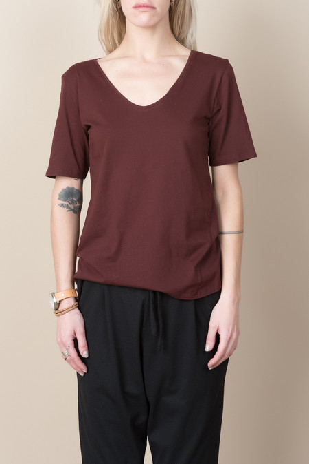 Kowtow Building Block V Tee In Burgundy