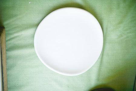 Edie McLaughlin Nussbaumer Ceramics circle plate - white