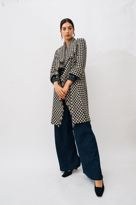 [Pre-loved]  Chanel Tweed Houndstooth Coat - Black/Cream