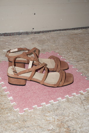 """Pre-Loved """"INTENTIONALLY __________."""" HILLTOP shoes - Chestnut"""