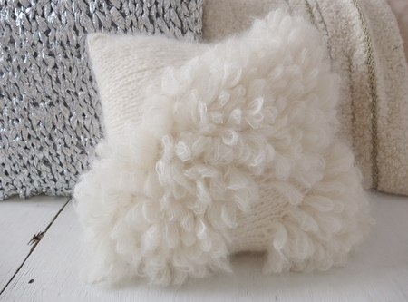 Doucement bloma pillow