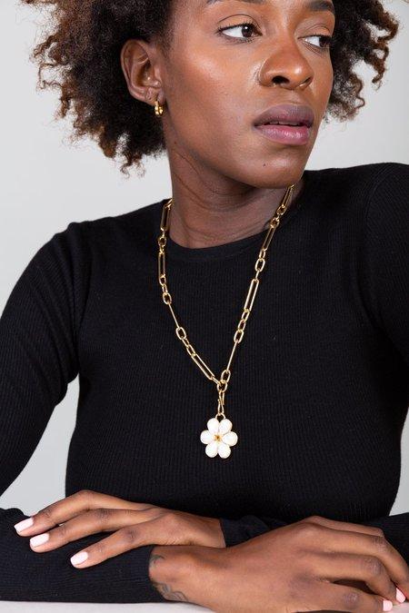 Lizzie Fortunato Fleur Medallion Necklace - Pearl