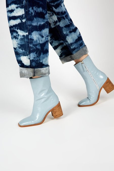 """""""INTENTIONALLY __________."""" CONTOUR boots - Sky"""