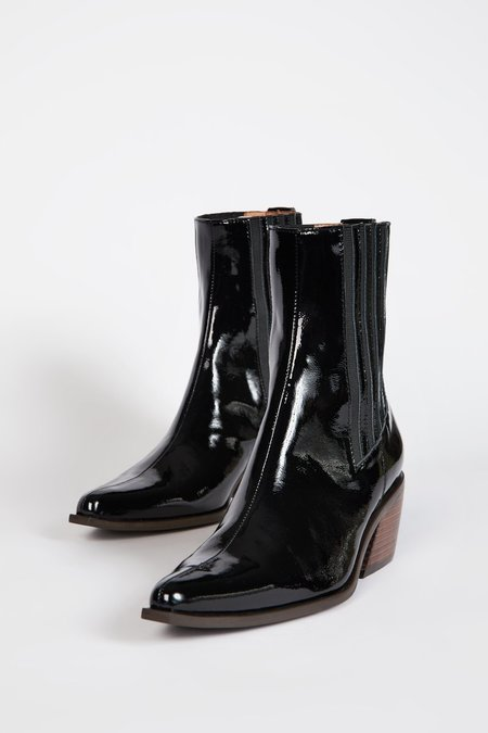"""""""INTENTIONALLY __________."""" HILLARY boots - Black"""