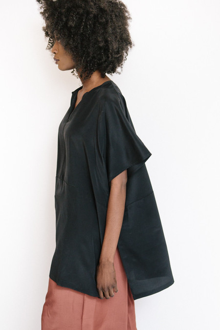 Revisited Matters Silk Poncho Top / Black