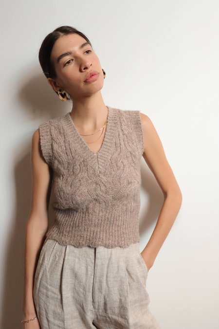 ASTR The Label Scalloped Sweater Vest - Beige