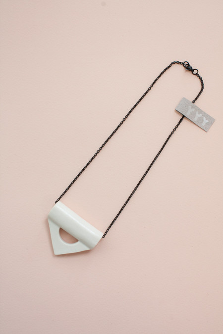 YYY Collection White Collar Necklace