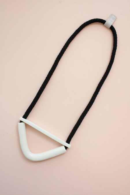 YYY COLLECTION WHITE HALF MOON NECKLACE