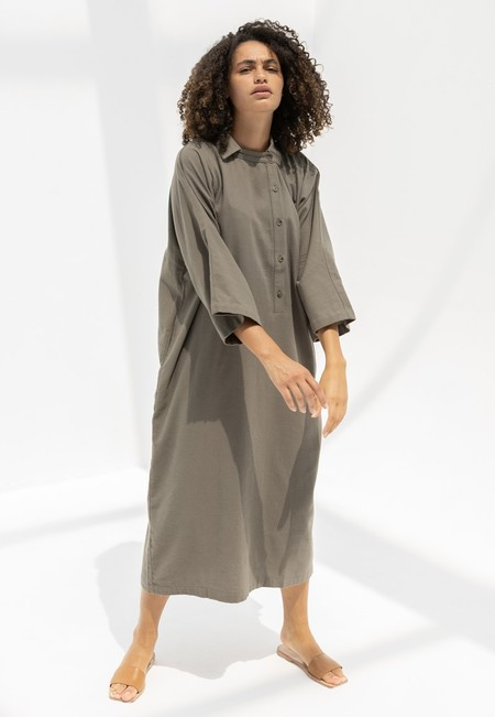 BLACK CRANE HENRY DRESS - MUD