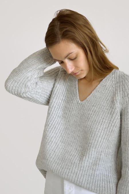 Ali Golden Chunky V-Neck Sweater in Grey