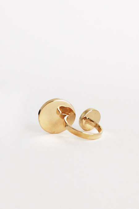 The Things We Keep Testa Double Ring in Brass