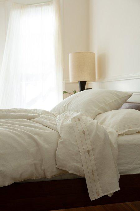 Erica Tanov Totem Flat Top Sheet - Off White