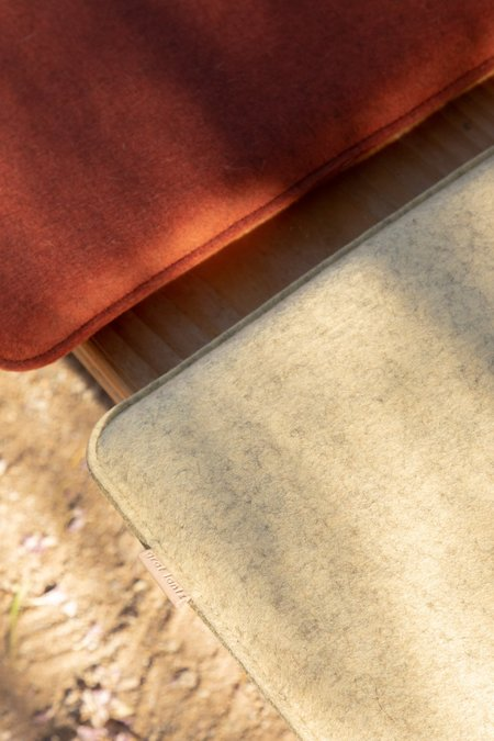Graf Lantz Zabuton Square Felt Seat Pad - Mohagany/Natural