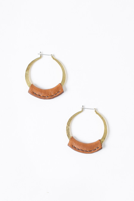 Crescioni Kiva earrings in saddle brown