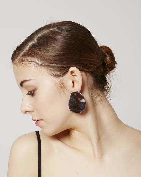 JULIE THÉVENOT Puddle Earrings in lava