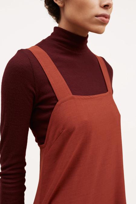 Waltz Studio Fine Ribbed Wool Turtleneck – Oxblood