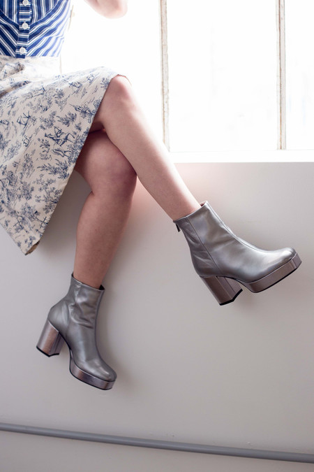 L'Intervalle Sweden Boots (Silver)