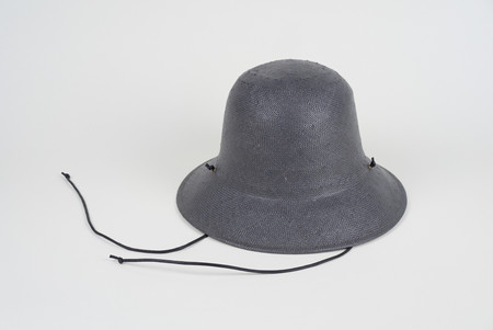 Clyde Toni Hat in Charcoal w. drawstring