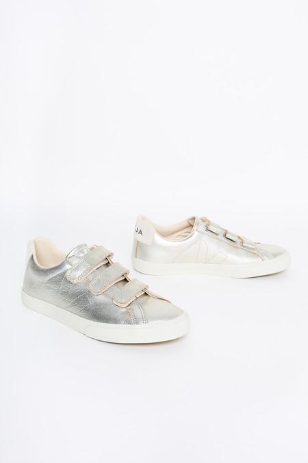 VEJA 3-lock velcro sneaker in gold pierre