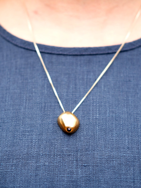 Uni Jewelry LADY NECKLACE IN CAST BRONZE WITH BLACK PEARL