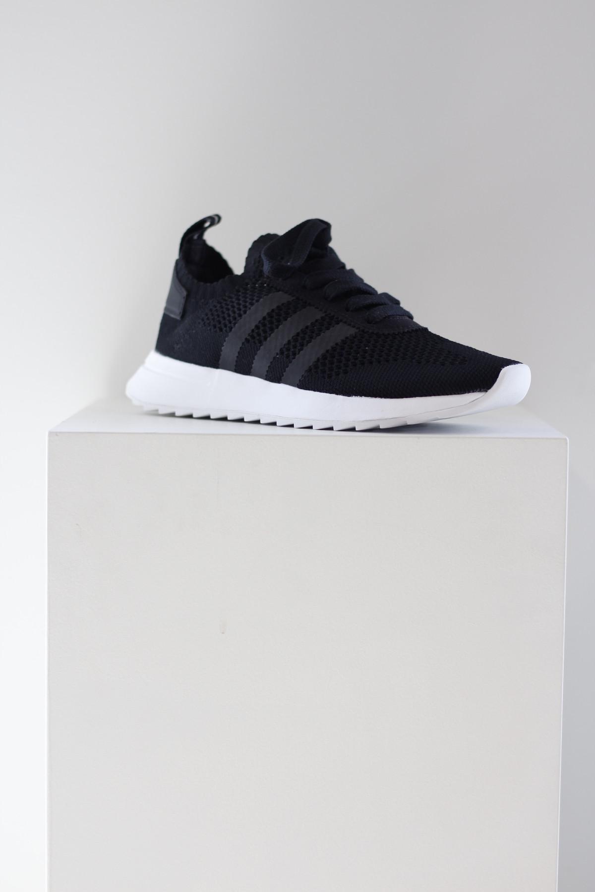 1095bcc8f2b626 Adidas flashback sneaker