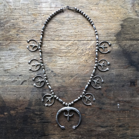 FORTUNE GOODS VINTAGE 1930s NATIVE AMERICAN SAND CAST NAJA NECKLACE
