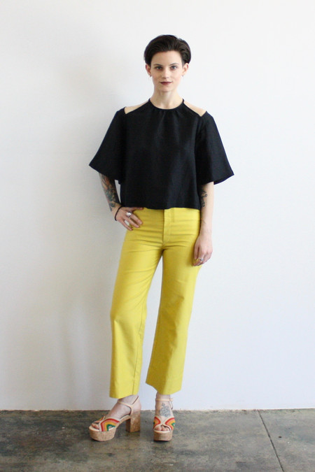 Wray peek blouse - black