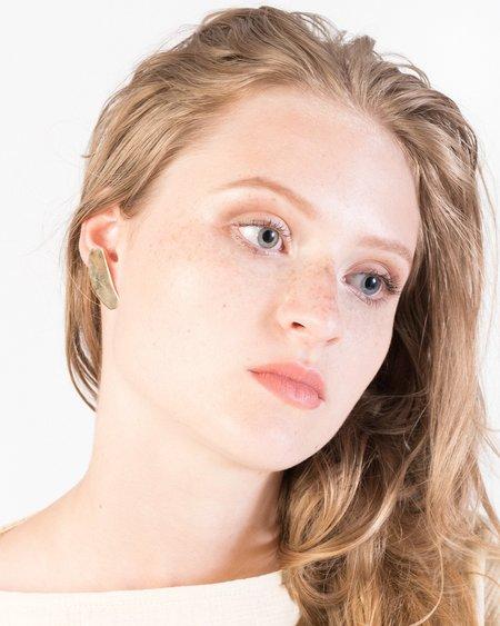 Luiny Irregular flat earrings in brass