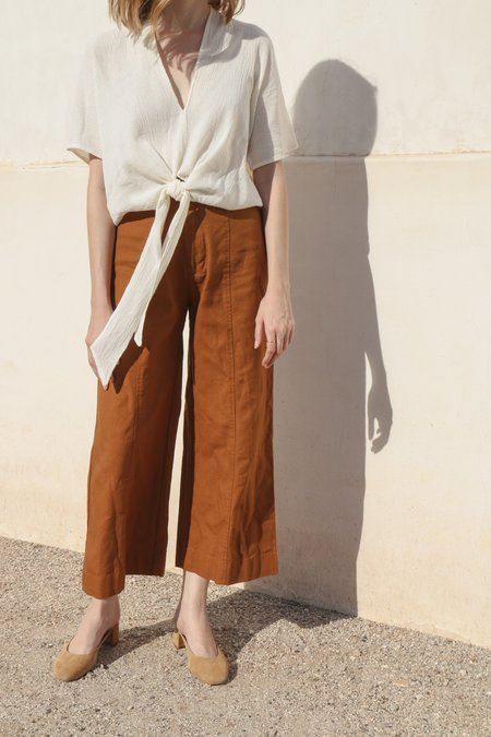 Esby Lucia Ankle Seamed Pant in Camel