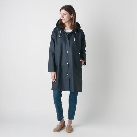 STUTTERHEIM Solna Rubberized Cotton Raincoat in Navy