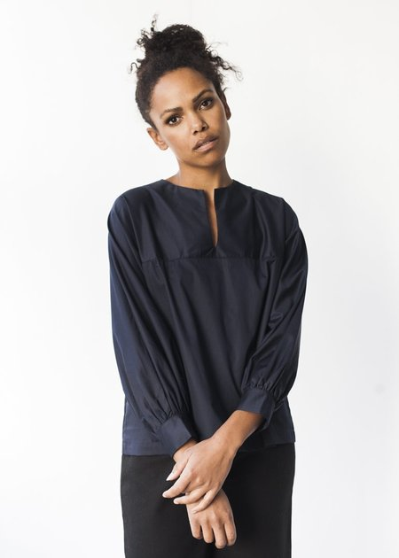 Sunja Link Long Sleeve Top in Navy