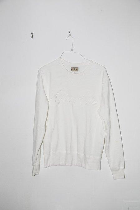 giu giu Cache-Cache in White on White