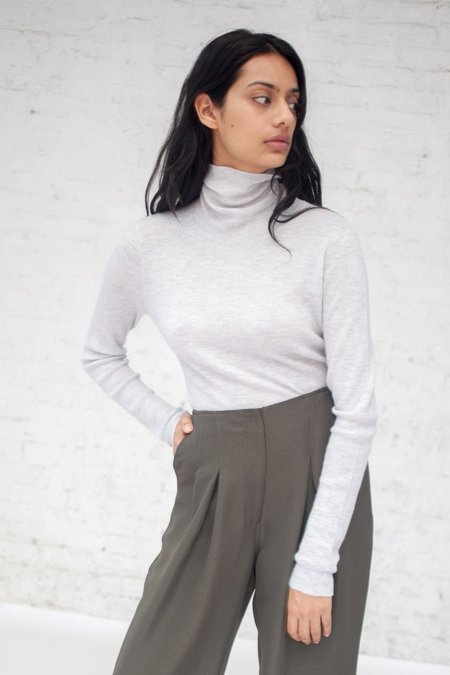 Ulla Johnson Mars Turtleneck in Gris