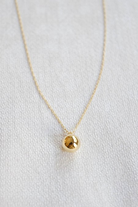 Titlee Globe Necklace