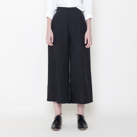 7115 by Szeki Signature Linen Cropped Wide Legged Trouser - Black