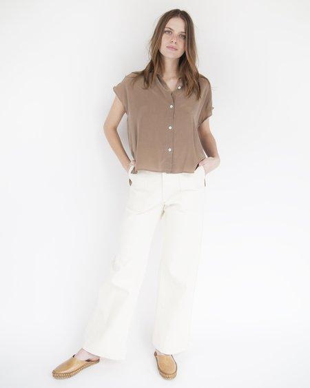 Esby Stella Sleeveless Silk Button Down - Pecan